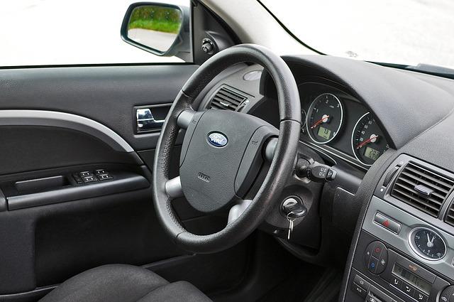 Wnętrze wynajmowanego samochodu
